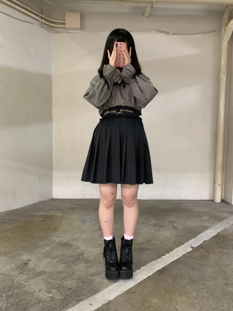 全身アンクを着用する女性の画像