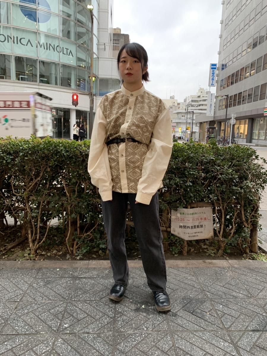古着を着る女性