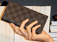ルイヴィトン ダミエグラフィット 財布は高く売れます! 画像